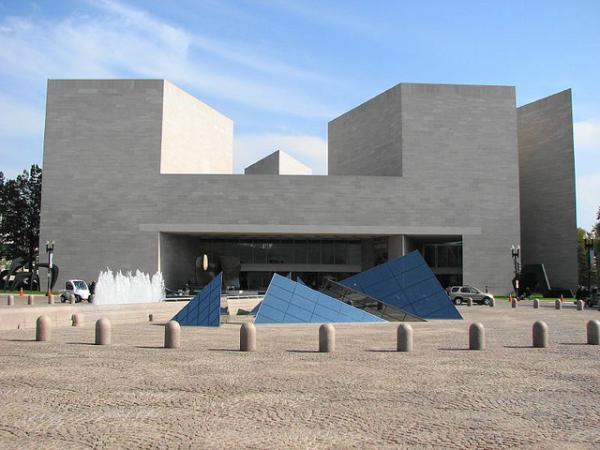 那时候,年轻建筑师们排队等着免费为贝聿铭工作
