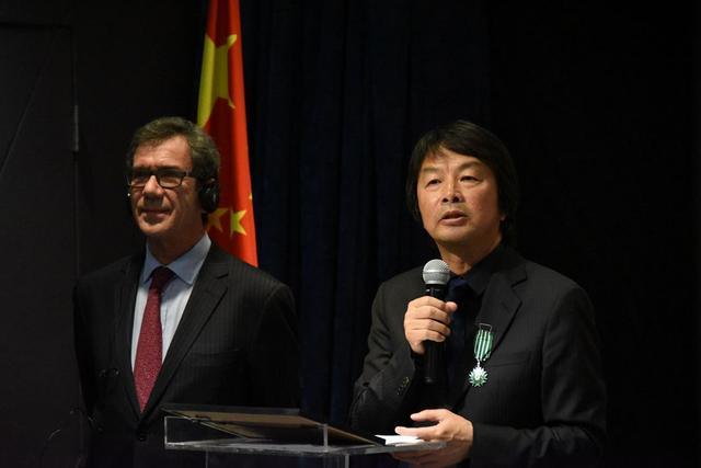 刘震云获法兰西文学艺术骑士勋章