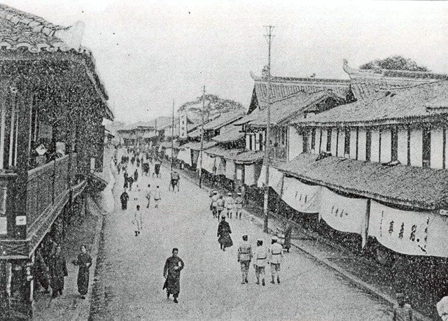 1920年代成都街边商铺的遮阳篷