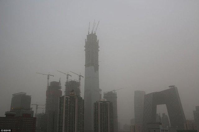 2017年5月5日,沙尘天气中北京CBD一带