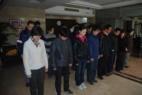 图文:排球中心为青海玉树地震遇难同胞默哀