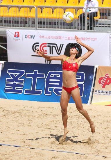 2013年8月30日上午9时整,第十二届全运会沙滩排球决赛比赛高清图片