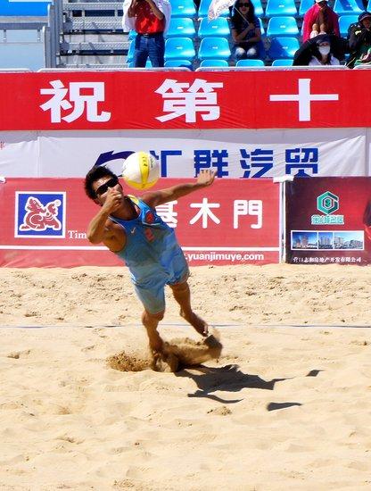 沙滩排球场迎来了第十二届全运会沙滩排球比赛的第三天.   高清图片