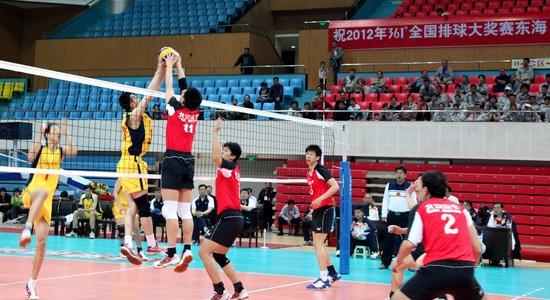 ...27日晚,全国男排大奖赛第二轮,河南队对阵北京队的比赛在东海