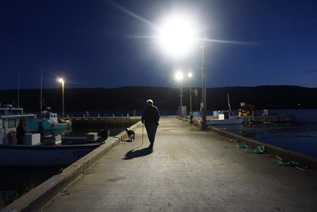 凌晨4点的码头,渔船已经准备出航
