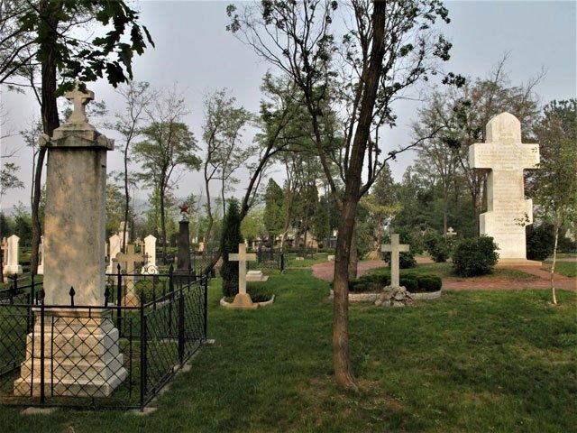 战争结束后,日本人为俄军阵亡者建的俄军陵园