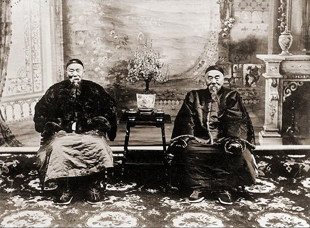李瀚章、李鸿章(左)兄弟晚年合影