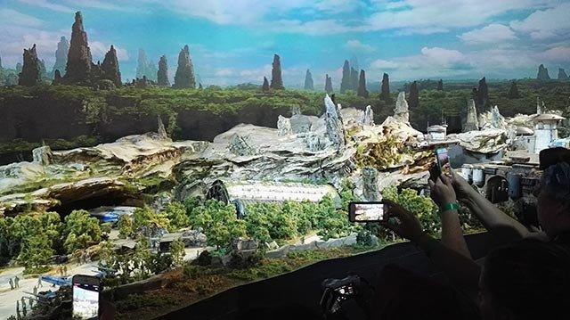 两年后迎客的星球大战乐园项目是产品预告,本身也是一大亮点