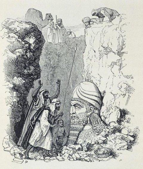 刚刚出土的人首狮身飞翼石像的头部