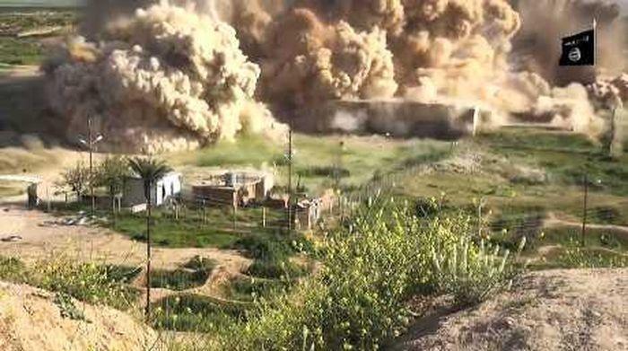 """2015年春天,ISIS""""伊斯兰国""""武装分子爆破尼姆鲁德古城遗址"""