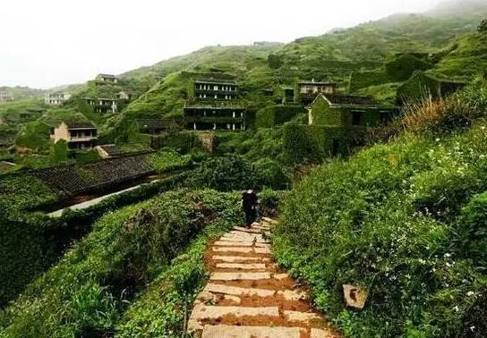 【图说】全球最美的无人村 面朝大海却人去楼空