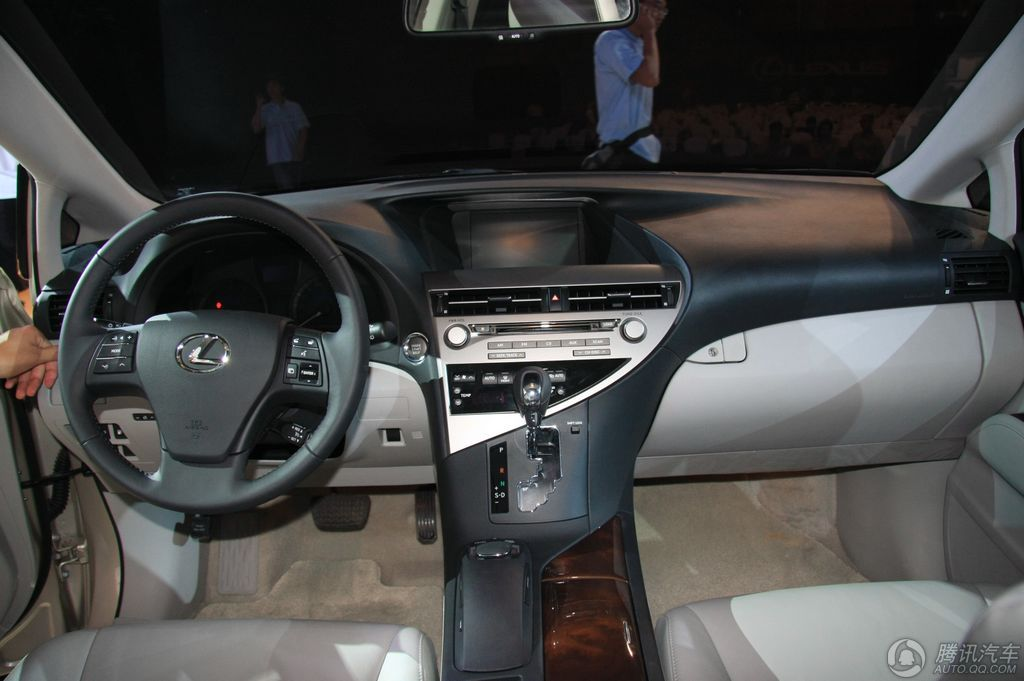 2010款 雷克萨斯RX270豪华版 上市实拍