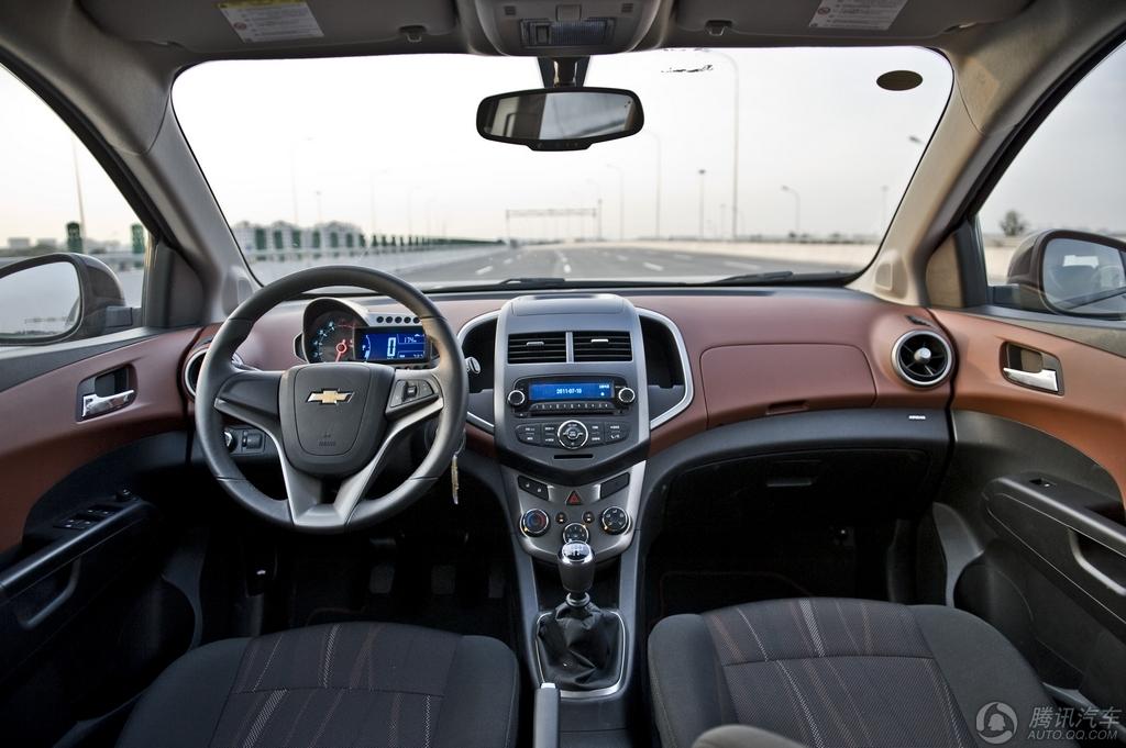 2011款 爱唯欧 两厢 1.6MT SX