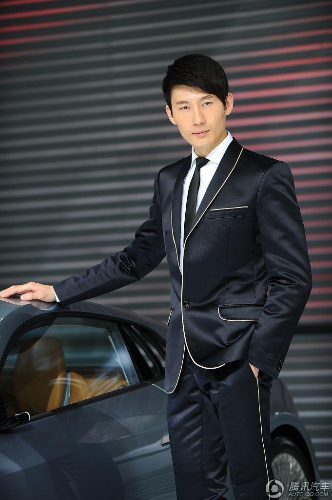 当前位置:首页-- 韩国商务休闲男模特