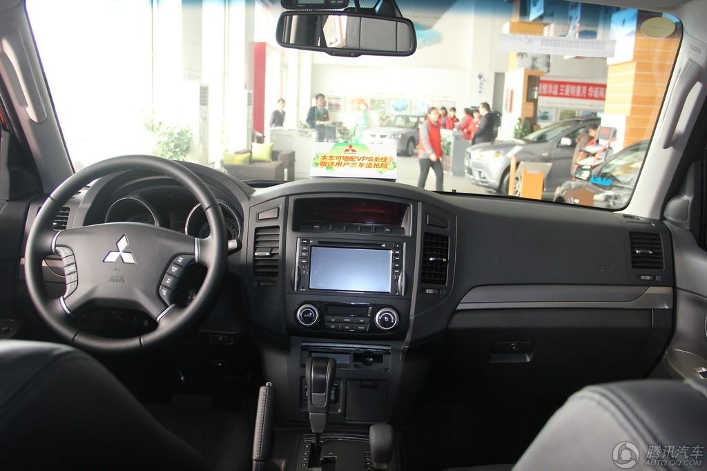 2012款 三菱帕杰罗 3.8L AT尊贵版