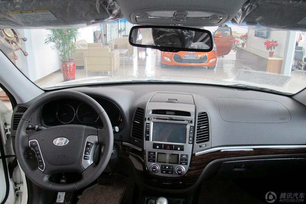 2011款 新胜达 2.4 两驱 舒适版5座