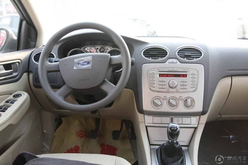 2012款 经典福克斯三厢 1.8 MT时尚型