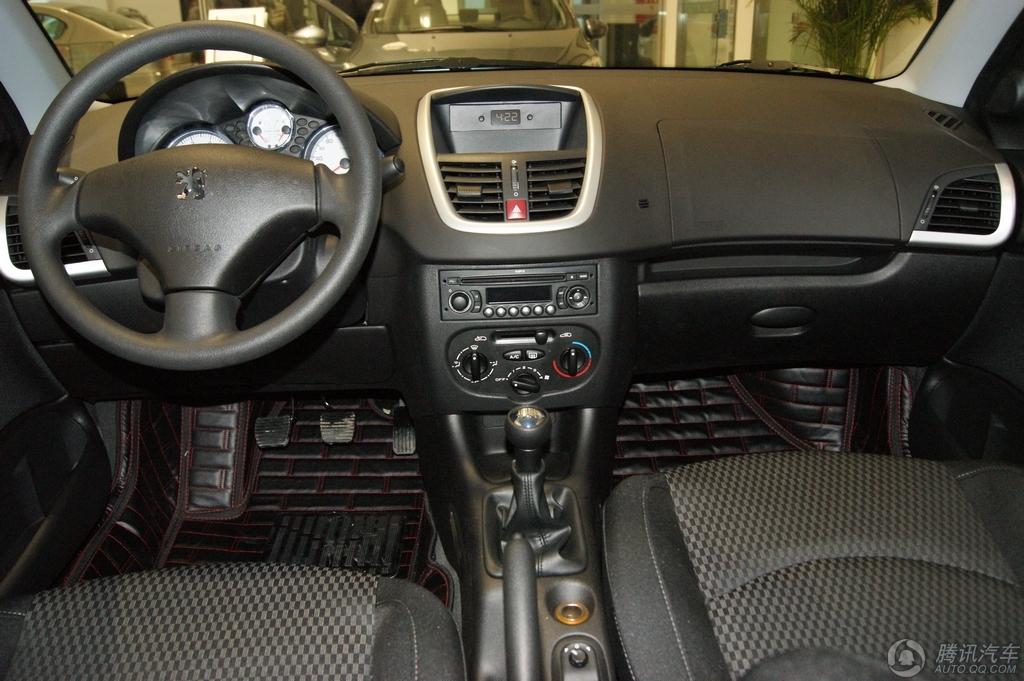 2011款 标致207 两厢 1.4L 手动品乐版