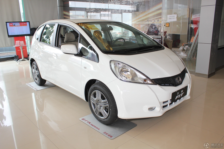 飞度是一款外观时尚个性的小型车,推出后很受年轻人的喜爱,目前全球累计销量达85万辆。在动力方面飞度配备1.3L和1.5L两款排量的发动机,并且运用了本田的i-VTEC技术,使得1.3L百公里油耗4.9L,1.5L百公里油耗5.1L,燃油经济性在同级车中脱颖而出。感兴趣的朋友不妨致电400-6806-618转616详询,或加入福州车友会QQ群:131535014了解更多车市资讯。 推荐经销商 商家名称:福州闽都广汽本田4S店 联系电话:400-6806-618转分机616 商家地址:福州市晋安区福新东路36