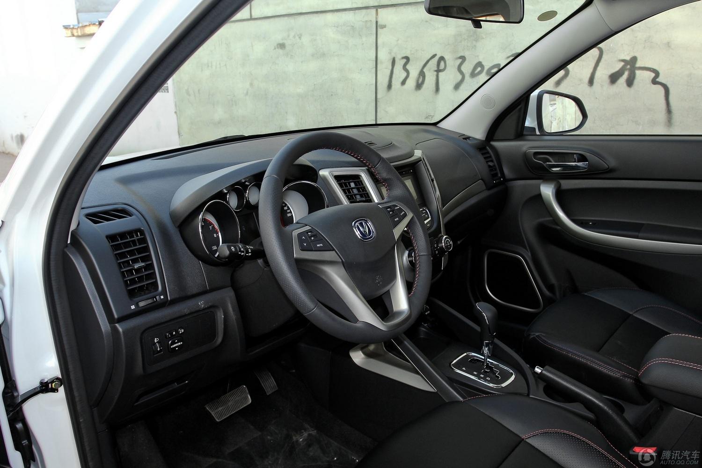 编者建议:长安cs35外形比较个性化,这也是长安汽车的设计风高清图片