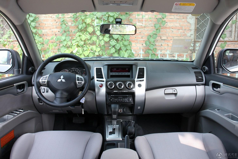 三菱 帕杰罗・劲畅 2013款 3.0L AT两驱豪华版
