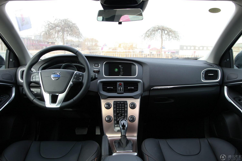 沃尔沃V40 2015款 Cross Country 2.0T T5 AWD 智雅版