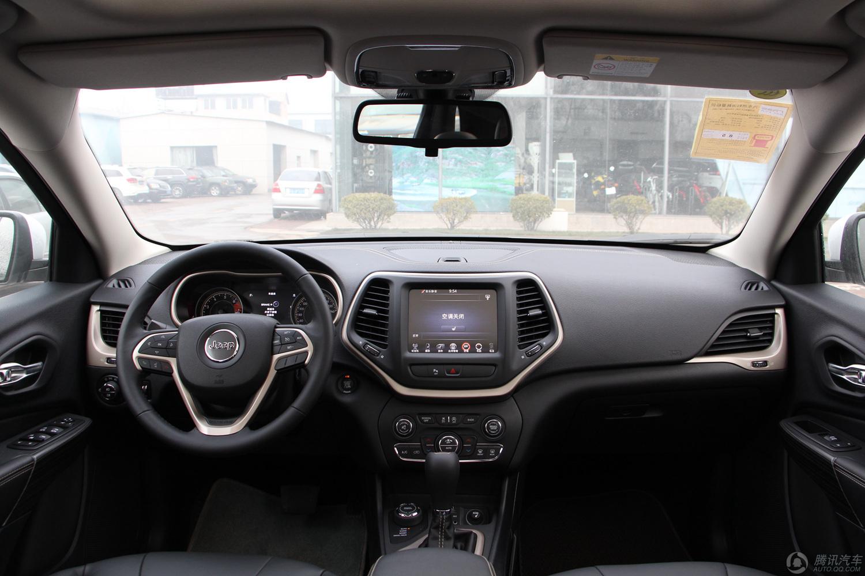 广汽菲克Jeep 自由光 2016款 2.4L AT专业版智能包