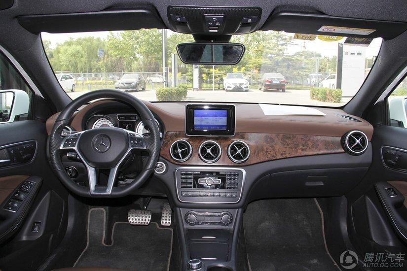 奔驰GLA级 2016款 GLA 260 4MATIC 运动型