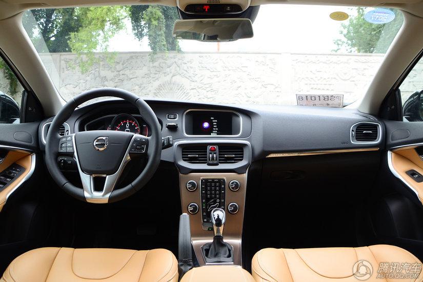 沃尔沃V40 Cross Country 2017款 Cross Country 2.0T T5 AWD 智雅版