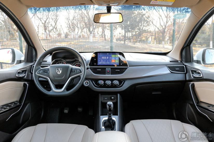 宝骏310W 2017款 1.5L MT豪华型