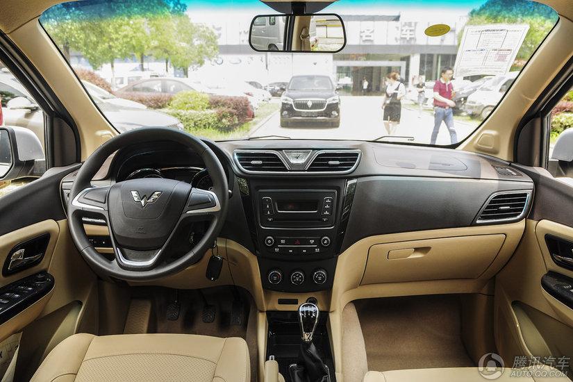 上汽通用五菱 五菱宏光S1 2015款  1.5L手动舒适型 7座