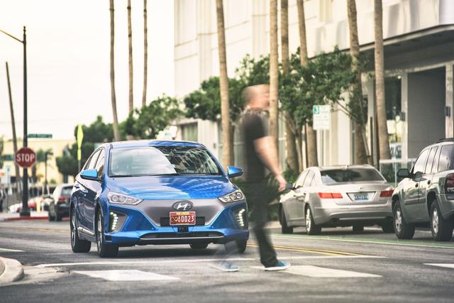 现代展示Ioniq自动驾驶汽车 欲量产且价格亲民