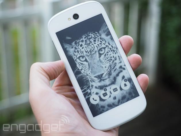 白色版YotaPhone 2上手:电子墨水屏功能增强