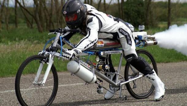 火箭自行车骑出333公里时速 法拉利靠边站