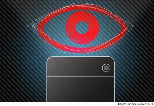 研究者开发AI眼球追踪系统 智能手机都能用
