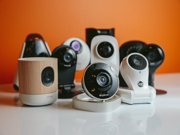 家庭安全摄像头:应选择本地还是云端存储?