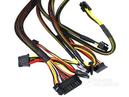 这款电源的额定功率为400W,采用单路12V输出,单路通过电流...