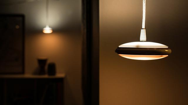 这款LED吊灯有学习能力 根据需求自动调整照明