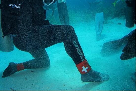 你见过比钢还坚硬的高科技材质袜子吗?