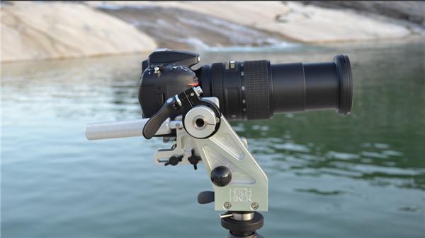 """便携式多功能脚架 架上""""大钢炮""""镜头相机都很稳"""