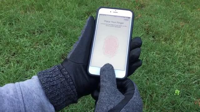 冬天戴手套怎么用智能手机?咱有指纹贴纸啊
