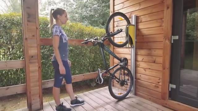 解锁新姿势 这个单车存放滑轨好操作还很省地方
