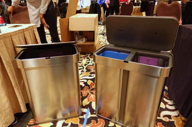 好贴心的垃圾桶 支持语音命令还能自动订购垃圾袋