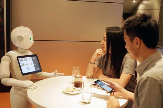 软银Pepper机器人现在开始在必胜客工作了
