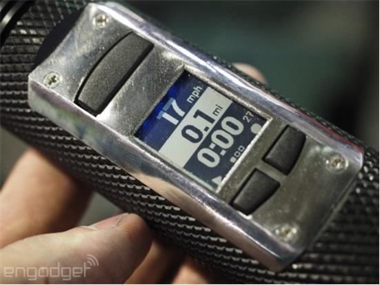 Fogo智能手电筒很强大:定位/对讲机/发数据