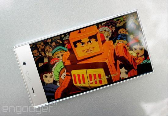夏普AQUOS Crystal :设计出众的中端手机