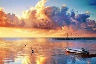 美丽的沙滩落日剪影