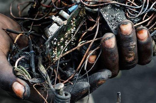 肮脏的真相 我们废弃的电子产品都去哪了