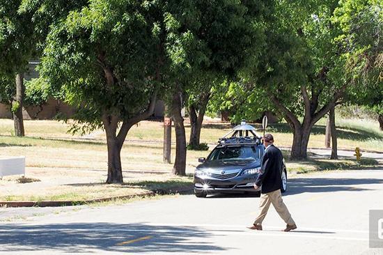 """本田在加州""""鬼镇""""测试无人驾驶汽车"""