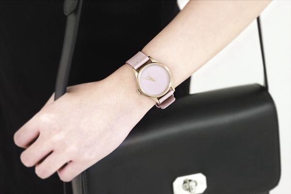 手表也玩裸色 超衬肤色玩转裸色穿搭